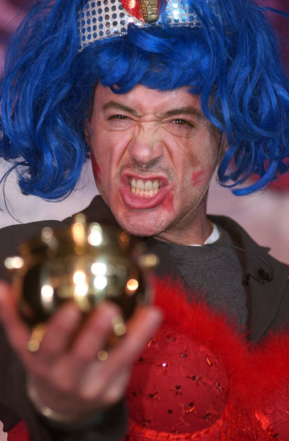 Hasty_Pudding_Award_Robert_Downey_Jr_2004.jpg