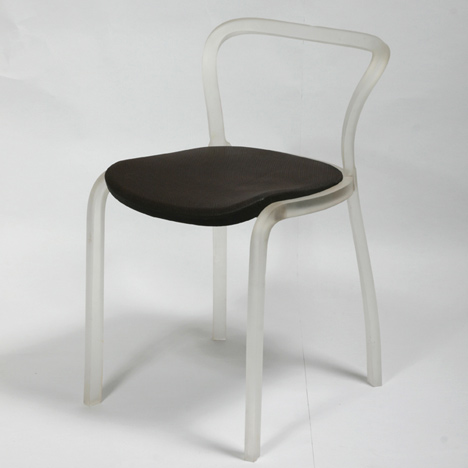 dzn_Sealed-Chair-by-Francois-Dumas-5.jpg