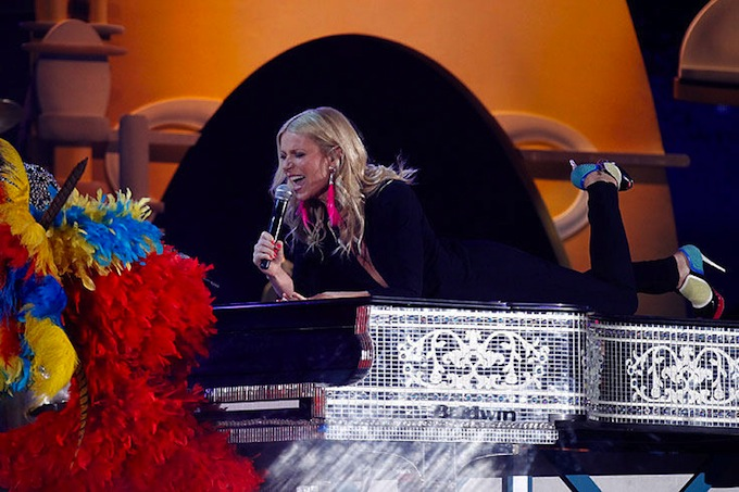 Grammy_Awards_2011_Gwyneth_Paltrow_Cee-Lo_Green_Forget_You.jpg