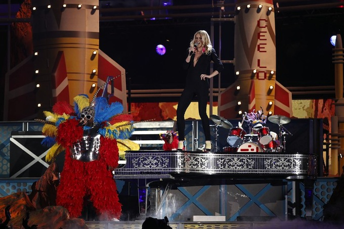 Grammy_Awards_2011_Gwyneth_Paltrow_Cee-Lo_Green_Forget_You_2.jpg
