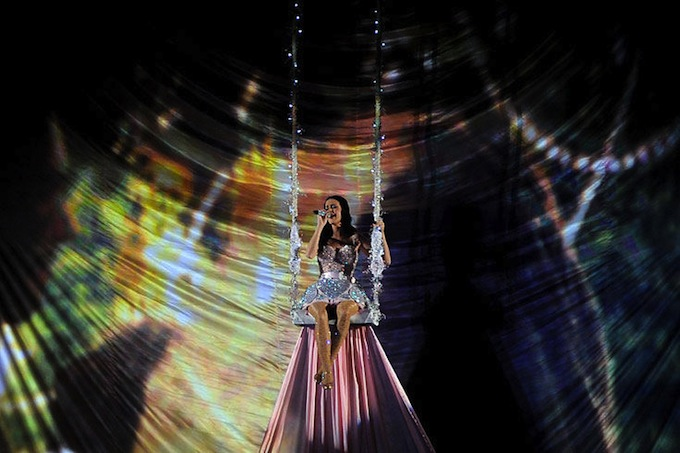 Grammy_Awards_2011_Katy_Perry_performs.jpg