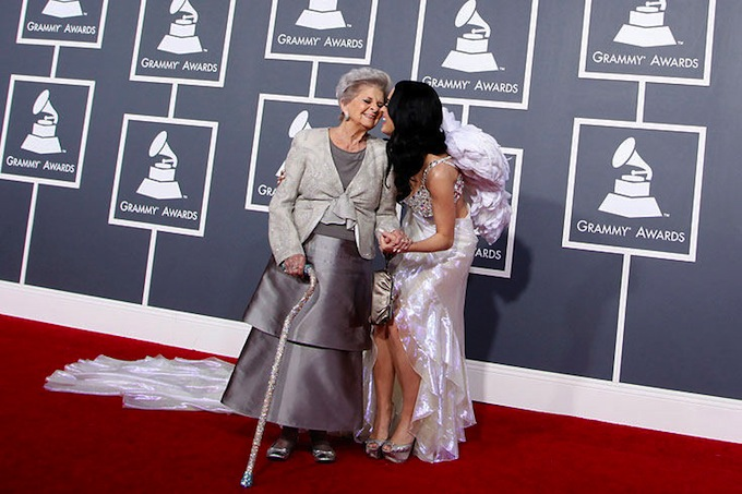 Grammy_Awards_2011_Katy_Perry_with_grandmother.jpg