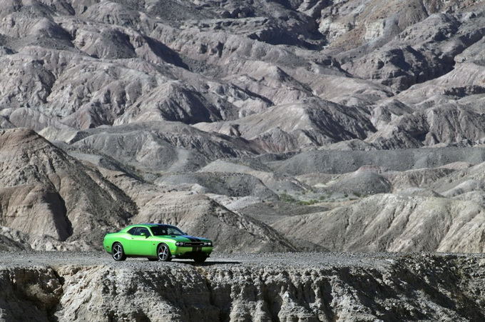 dodge-challenger-srt8-392-green-with-envy-01-944x627_.jpg