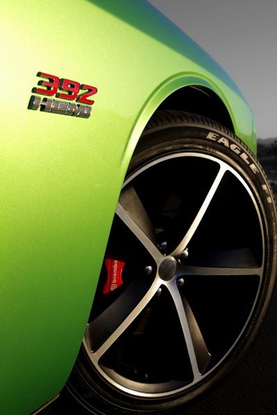 dodge-challenger-srt8-392-green-with-envy-01-944x628_.jpg