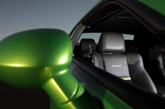 dodge-challenger-srt8-392-green-with-envy-01-944x629_.jpg