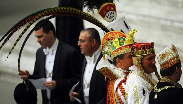 vatican_men_wearing_cologne_carnival_costumes2.jpg