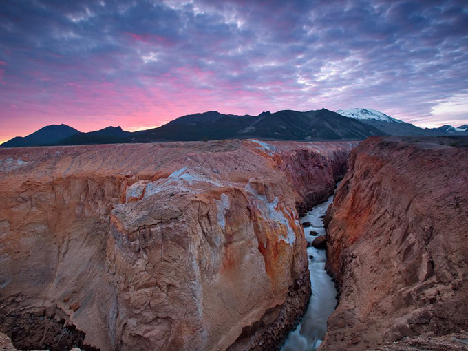 stream-canyon-volcano_33034_990x742.jpg
