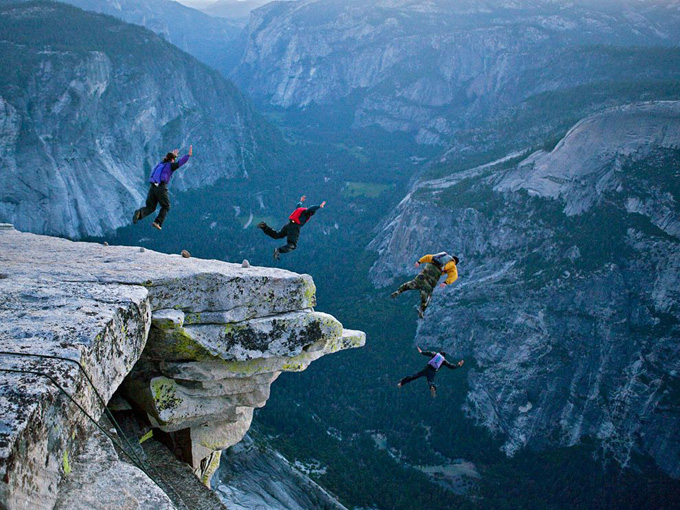 base-jumping-yosemite_35060_990x742.jpg
