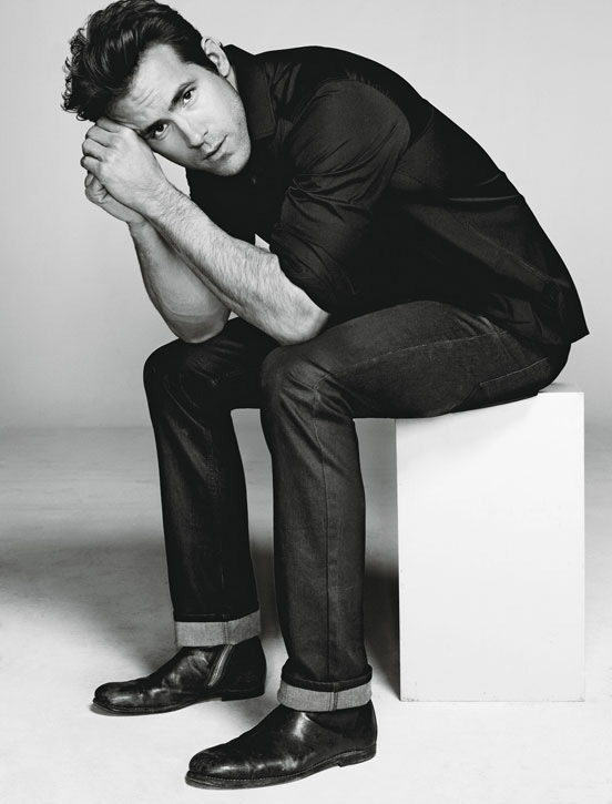 Ryan-Reynolds-by-Matthias-Vriens-McGrath-for-Details-DesignSceneNet-03.jpg