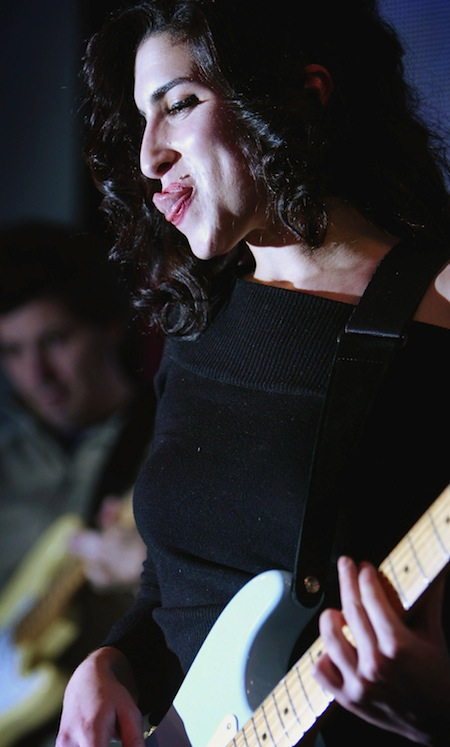 amy_winehouse_HMV_Instore_Gig_2004.jpg