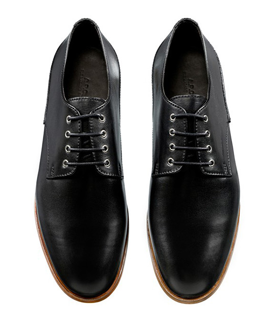 apcfootwearforaw111211.jpg