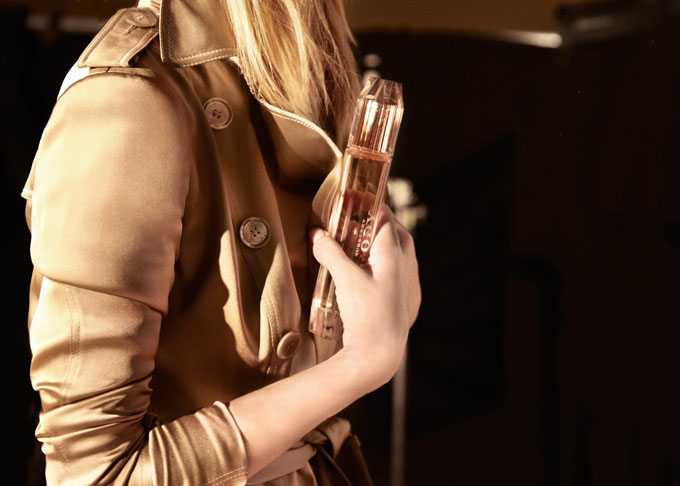 Rosie-Huntington-Whiteley-for-Burberry-Body-Fragrance-DesignSceneNet-07.jpg