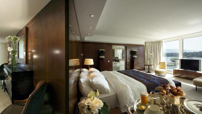005086-01-presidential-suite-bedroom.jpg