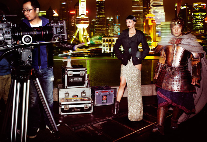 Karlie-Kloss-by-Mario-Testino-for-Vogue-DesignSceneNet-12.jpg