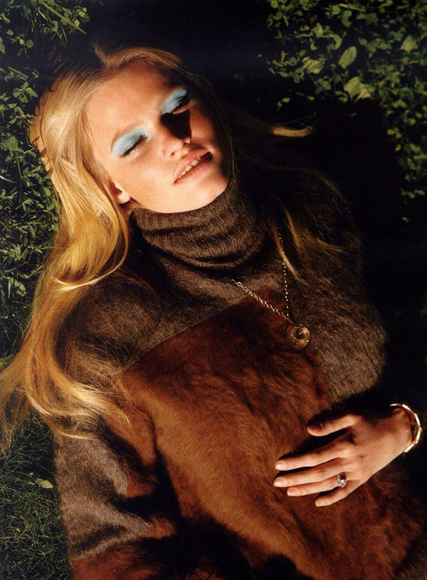 Lara-Stone-by-Alasdair-McLellan-for-Vogue-UK-DesignSceneNet-05.jpg