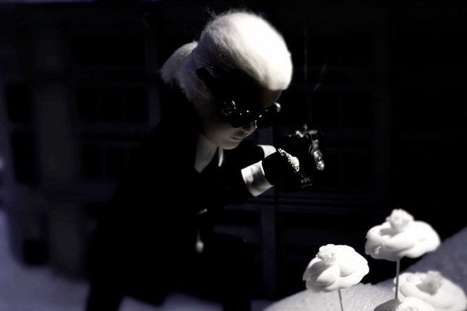 Karl-Lagerfeld-and-CHANEL-for-Printemps-xmas-windows-9-November-2011-Paris--photo-Costas-Voyatzis-for-yatzer-21.jpg