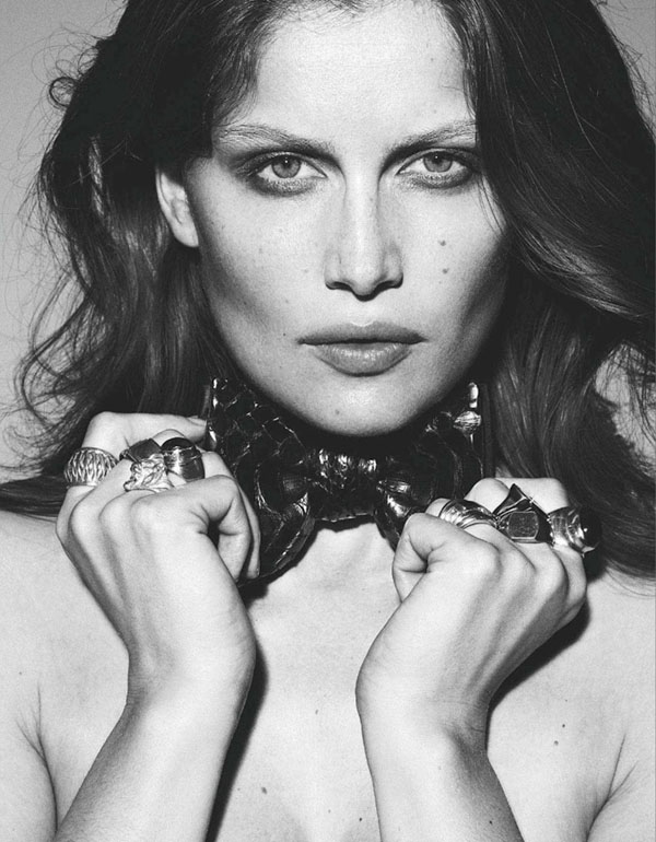Laetitia-Casta-for-Amica-January-2012-05.jpg