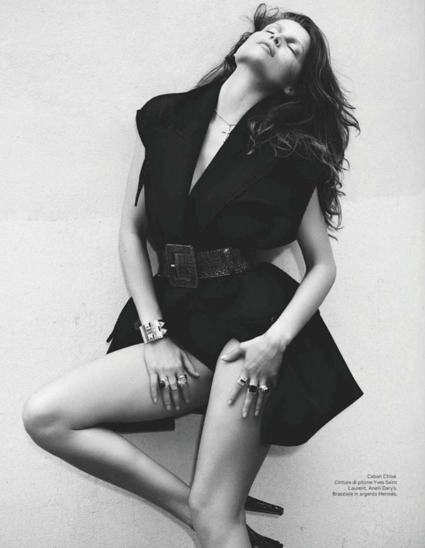 Laetitia-Casta-for-Amica-January-2012-06.jpg
