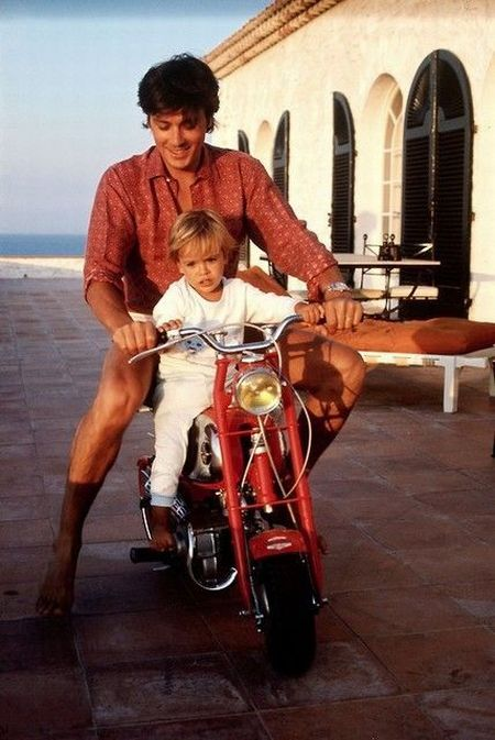 Alain Delon and his son Anthony.jpg