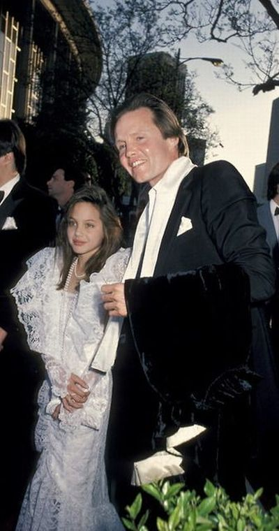 Angelina Jolie and her father, 1986.jpg