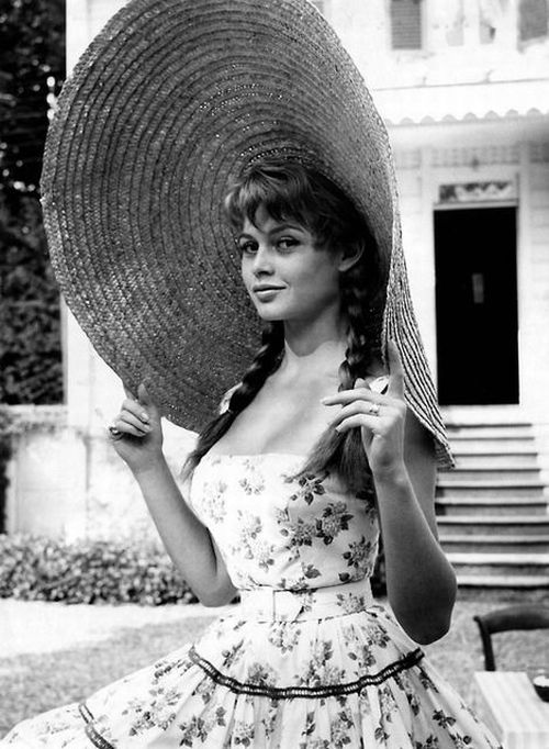 Mademoiselle Bardot in big hat.jpg