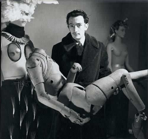 Salvador Dali with manikien.jpg