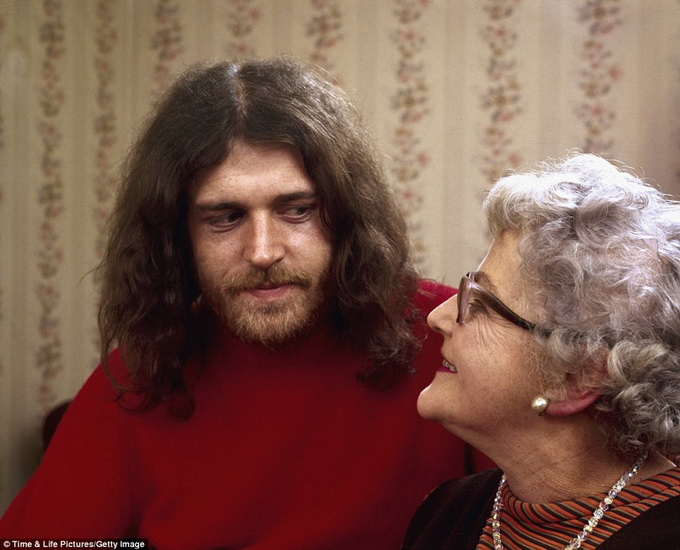 1970s-rock-stars-with-their-parents-4.jpg