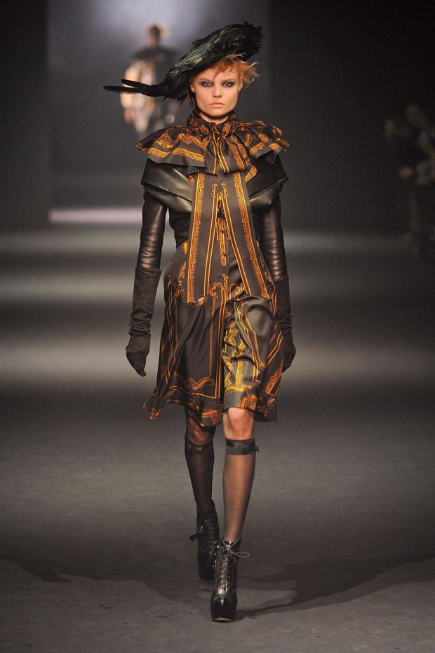 john-galliano-autumn-fall-winter-2012-pfw1.jpg