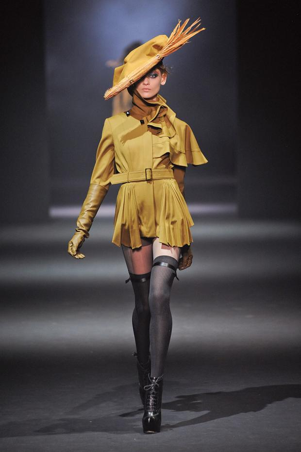 john-galliano-autumn-fall-winter-2012-pfw16.jpg