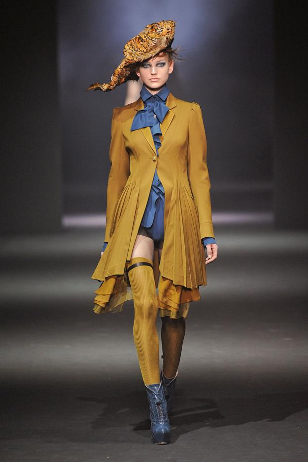 john-galliano-autumn-fall-winter-2012-pfw18.jpg