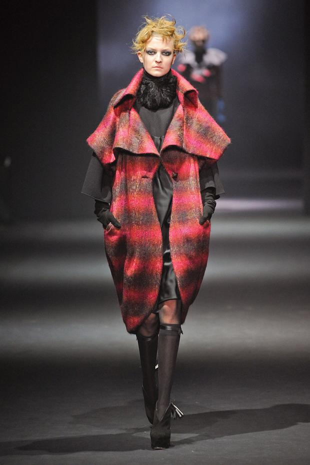 john-galliano-autumn-fall-winter-2012-pfw26.jpg