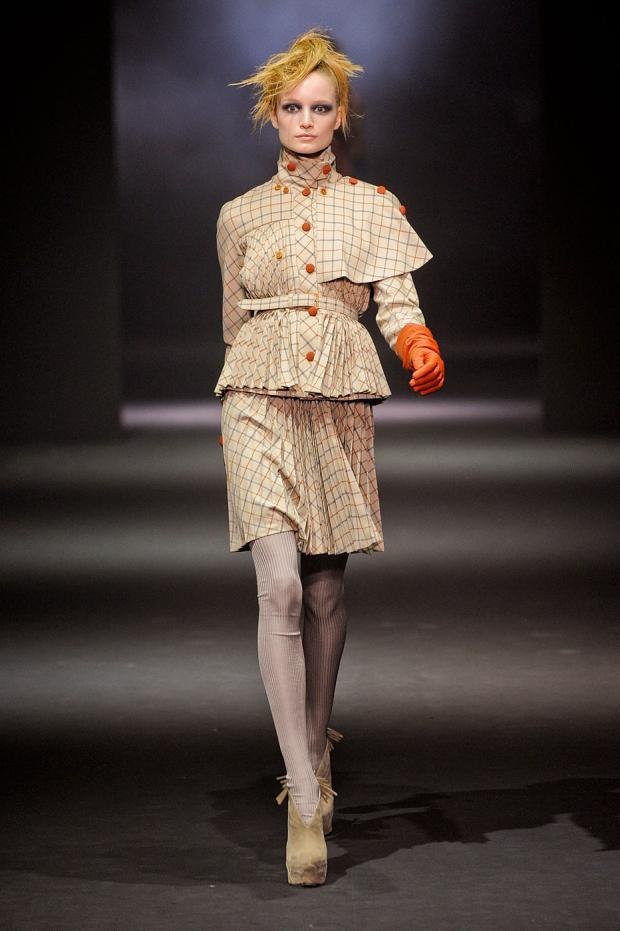 john-galliano-autumn-fall-winter-2012-pfw34.jpg