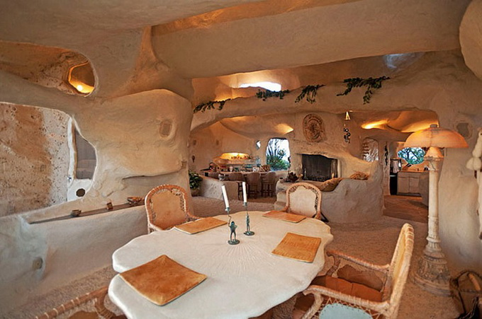 flintstones-house10_.jpg