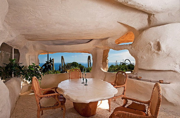 flintstones-house11_.jpg