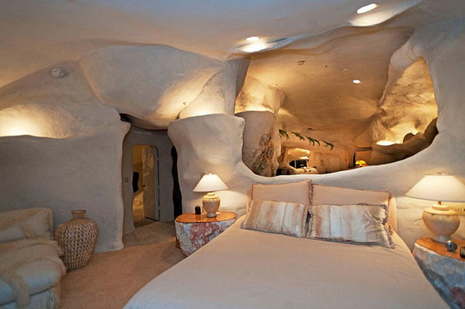 flintstones-house16_.jpg