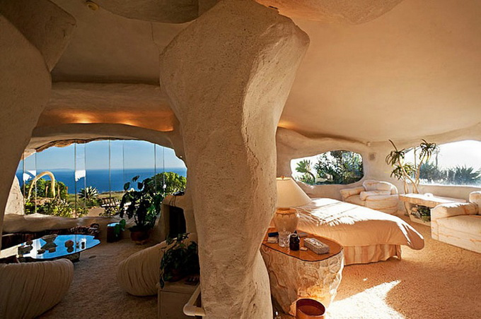 flintstones-house7_.jpg