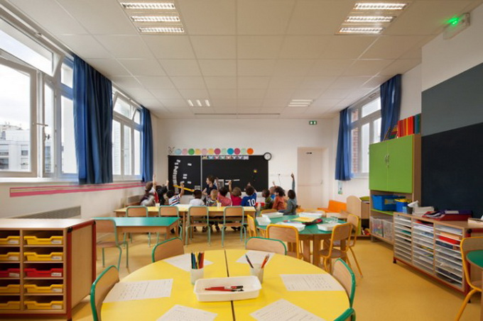 Colorful-French-School1-640x426.jpg