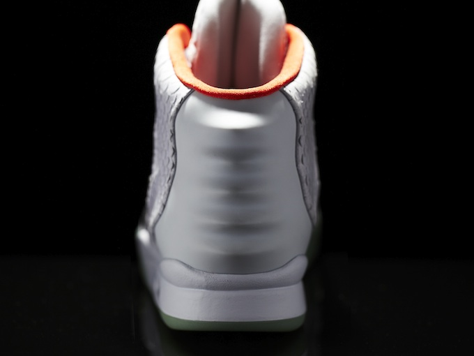 Nike_Air_Yeezy_II_Back_10953.jpg