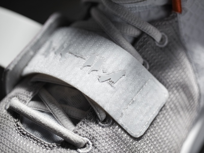 Nike_Air_Yeezy_II_Detail_3_10954.jpg
