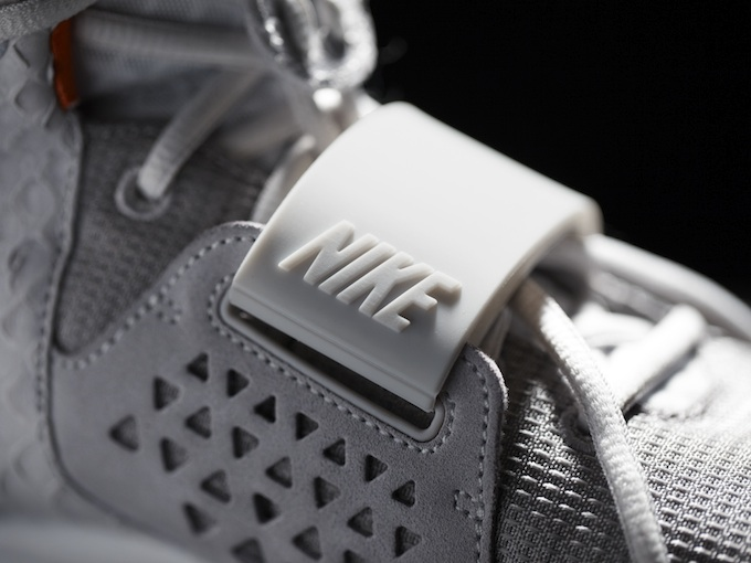 Nike_Air_Yeezy_II_Detail_4_10955.jpg