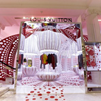Витрины Louis Vuitton в Лондоне