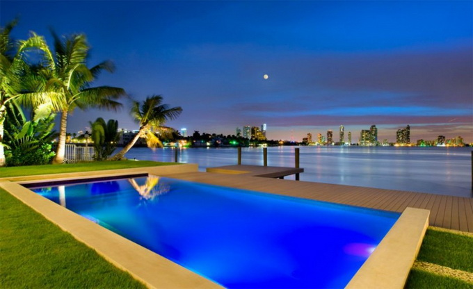 the-miami-beach-residence-by-luis-bosch-22.jpg