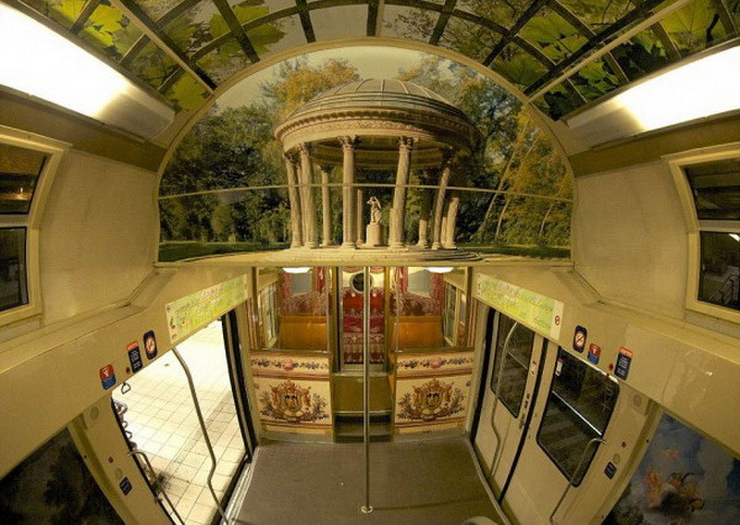 parisian-rer-train-transformed-like-versailles-1-600x425.jpg