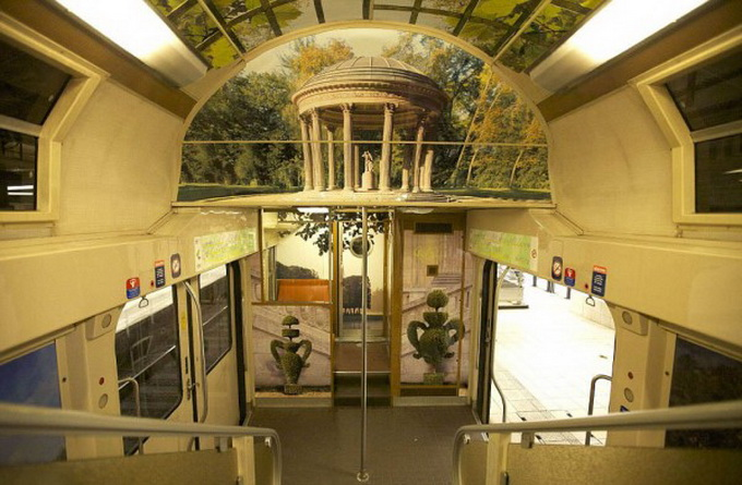 parisian-rer-train-transformed-like-versailles-1-600x428.jpg