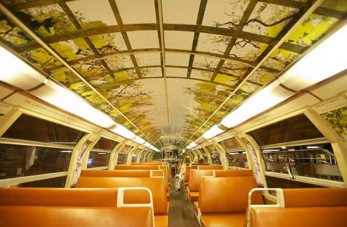 parisian-rer-train-transformed-like-versailles-1-600x429.jpg