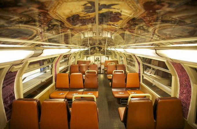 parisian-rer-train-transformed-like-versailles-1-600x430.jpg