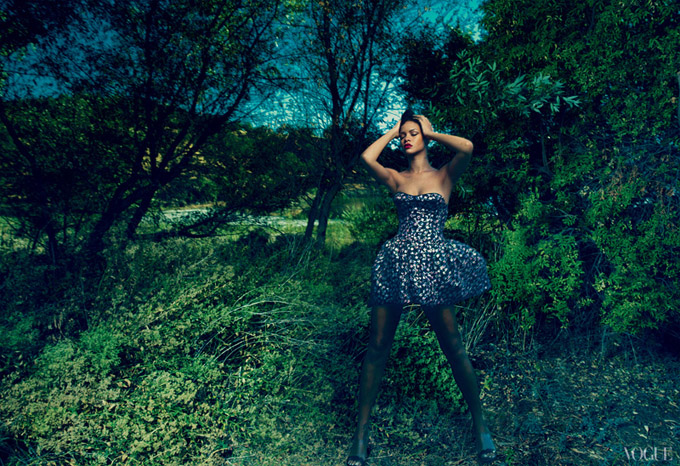 rihanna-vogue-us-november-2012-03.jpg