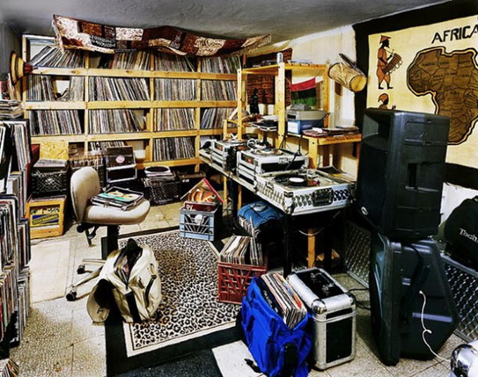 DJ-Bedroom-640x510.jpg
