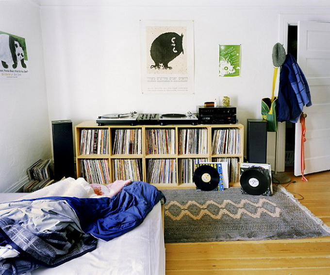 DJ-Bedroom-640x529.jpg