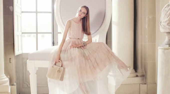 An exceptional Christmas by Dior - YouTube - Windows Internet Explorer_2012-12-17_22-23-26.jpg
